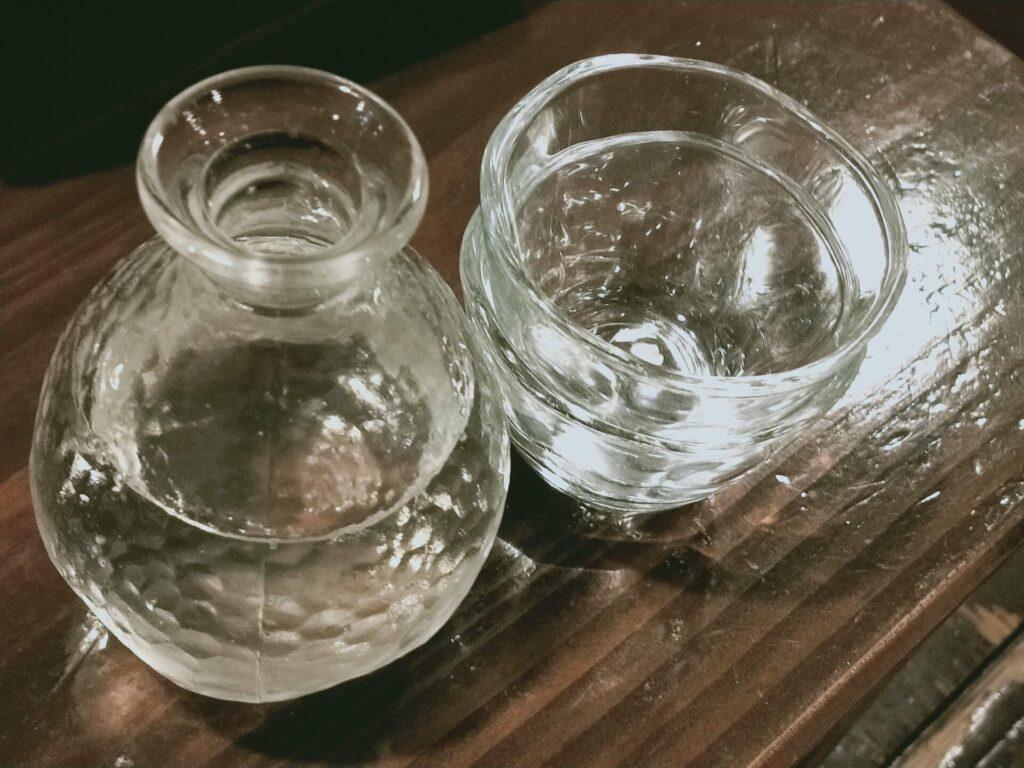 日本酒とおちょこ(グラス)